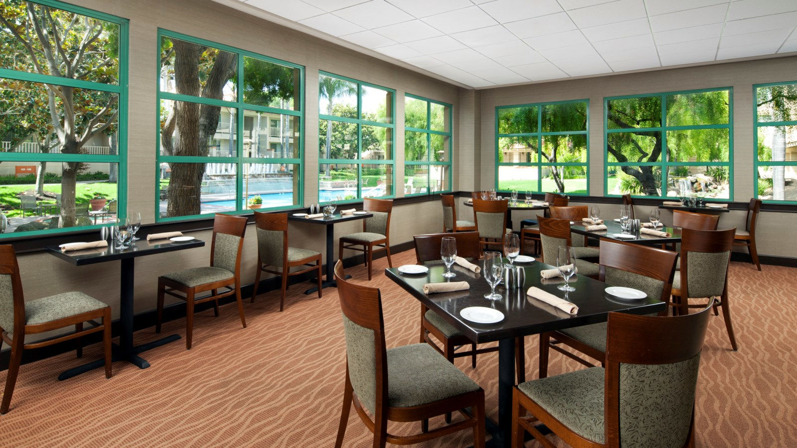Features and Amenities - Dining